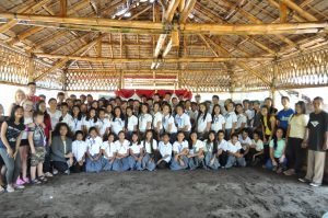andreasen-family-with-students-staff-and-teachers-in-binalbagan-school